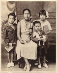 from Left; Salu Jr.(Honi), Pesi(mother), Sami & Bessie(Lote).    *Salu>Pesi>Salu Jr., Sami & Bessie